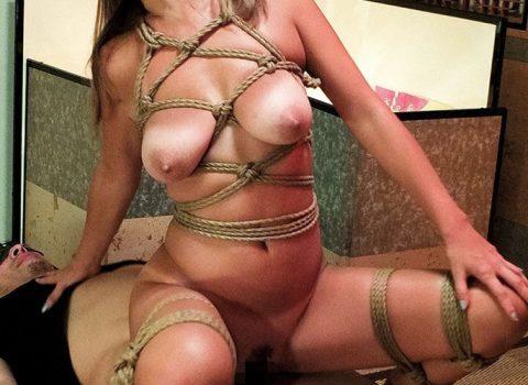 《美巨乳×SM》激カワ神ボディーギャルが麻縄で緊縛拘束された状態で電マ責めや淫乱セックスでエロ顔で感じまくって性奴隷化!