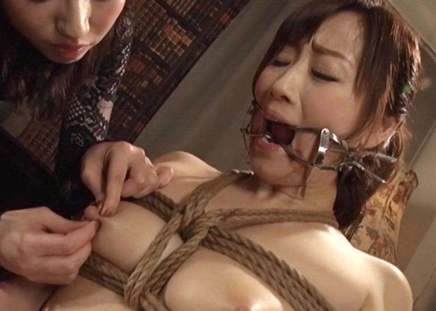 《麻縄 ハードSM》美巨乳なエロボディー美女が開口具で口を開かれた状態で乳首責めされ激エロな凌辱プレイ《美乳×電マ責め》