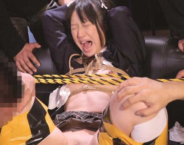 【SM 女子校生】貧乳なロリ美少女が輪姦レイプで犯されまくり!!緊縛拘束状態でマンコを手マンやバイブでいじられまくり!!