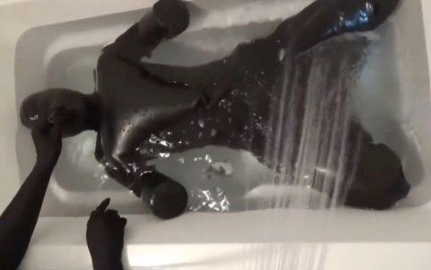 【SM】変態M女が肛門におもちゃ挿入されたりスーツを着せられ水責めでハードエッチ!!