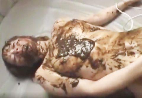 【スカトロ うんこ】自分で脱糞した臭そうな下痢糞を塗糞され食糞プレイで感じまくり!!【フェチ 変態プレイ】