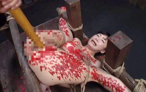 【SMエロ動画】麻縄で緊縛拘束され蝋燭責めや調教されまくってエロ顔で感じまくり!!
