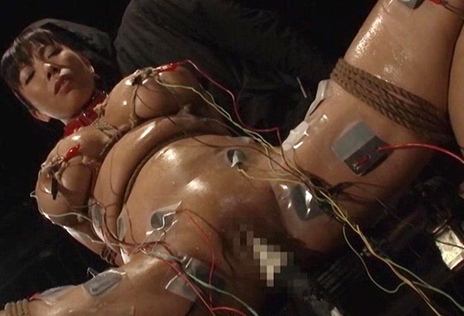【SM】マシュマロおっぱい美女が麻縄で緊縛拘束された状態で電流責めやバイブ責めで痙攣しながらアクメ絶頂《潮吹き》