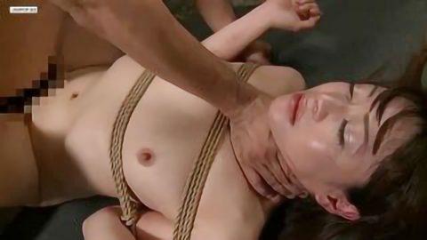 【SM 麻縄】緊縛拘束された状態でかわいい人妻美女が首絞めや激ピストンして淫乱セックス!!【騎乗位】
