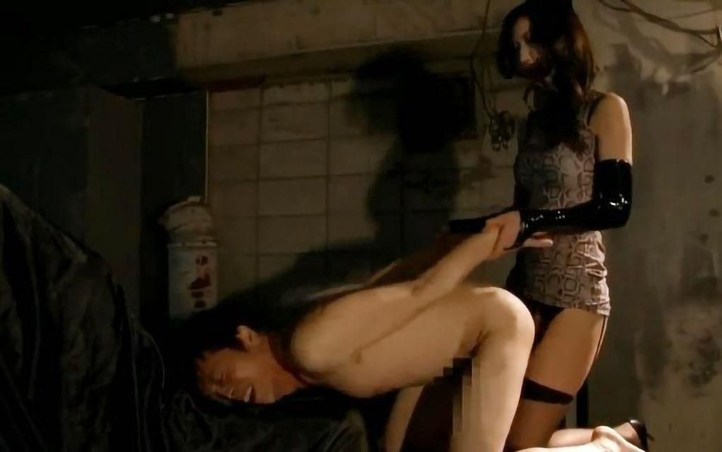 【SM】変態な男がアナル責めされまくって調教プレイ!ペニバンで肛門突かれてエロ顔で感じまくり!!