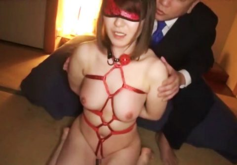【SM動画】美巨乳お姉さんが麻縄で緊縛拘束され口枷をつけられて乳首責めで変態男達に舐められまくり!!調教され性奴隷化!!