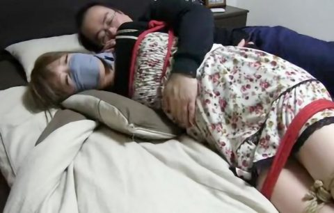 【SM動画】キモ男に人妻美女が麻縄で緊縛され抱きつきまくられ超エロい!!【フェチ 変態】