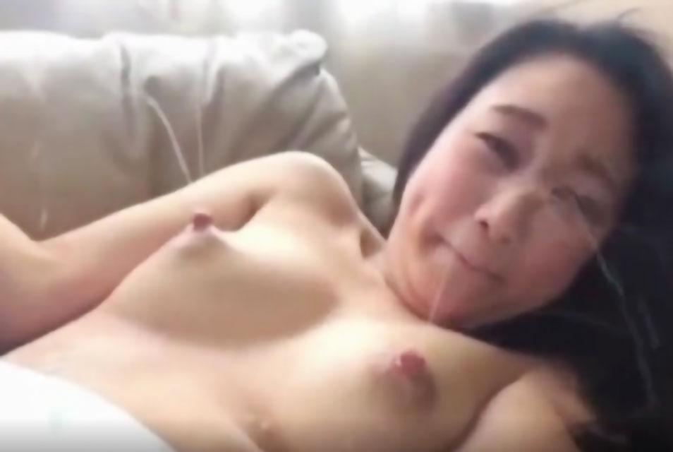 【母乳エロ動画】母乳大量に出しまくるフェチ動画!触ってもいないのに大量に噴射しまくり!!