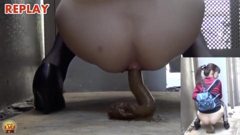 【素人野外脱糞】ロリ少女が人気のない街中でもりもりの一本糞をひねり出す!