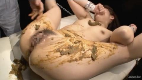 【SMスカトロ】手足を拘束されてうんこを体中に塗糞するハードスカトロ!