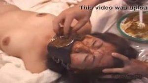 【閲覧注意!】緊縛されたM女が開口マスクで強制食糞!最後手で無理矢理うんこ詰め込む!
