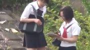 女子校生たちが帰り道に野外で浣腸して漏らしまくる